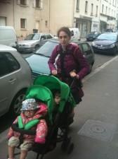 poussette double maman de triplés